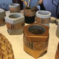 Beton Saksı Beşgen Prizma Altın Sarısı